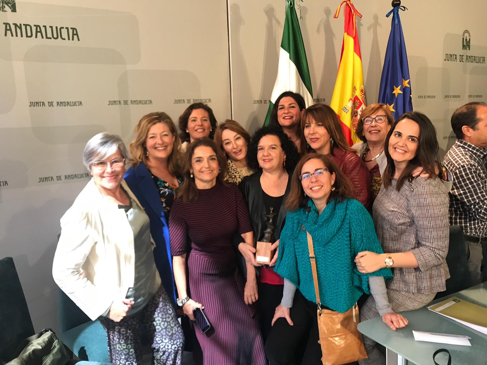 """Reconocimiento al profesorado de """"Género y Salud"""" del grado en Enfermería de la Universidad de Sevilla en los Premios Meridiana 2019"""
