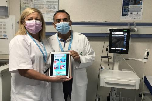 Enfermeras del Hospital Regional de Málaga, finalistas de los premios 'Enfermería en desarrollo' por su aplicación móvil «Cuidaven»
